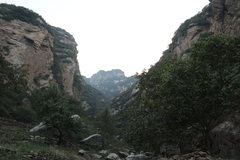 Rock Climbing Photo: A look at the entrance of Bee Gorge from the dirt ...