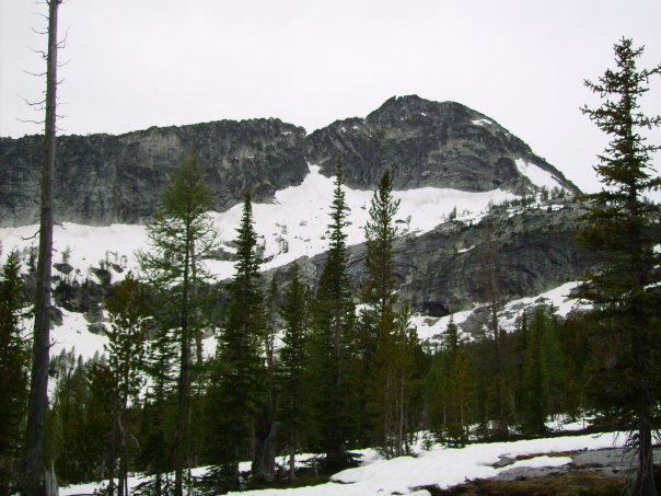 Rock Climbing Photo: View of peak from the lake, the SE ridge route asc...