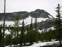 Rock Climbing Photo: View of peak from the lake, the SE ridge route asc...