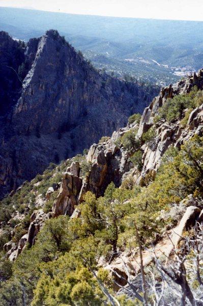 Rock Climbing Photo: Steep descent, Rio Embudo. (Rattler Alert)