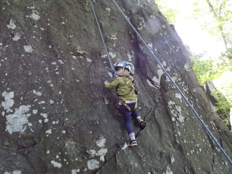This is the beginning traverse of the easy 'groove' route up the Kindergarten face.