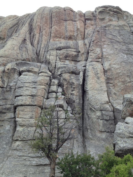 Rock Climbing Photo: Carol's (Twin) Cracks to the left, Adult Homosapie...