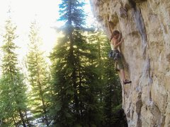 Rock Climbing Photo: Cali gets down with Frosty the Throwman, 5.12c