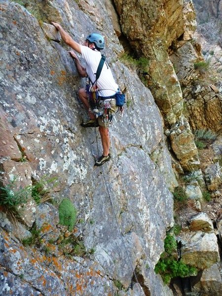 Rock Climbing Photo: Pete rallies up Nice Little Crack