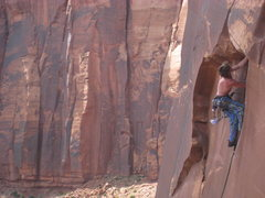 Rock Climbing Photo: Andrew Barnes on Pussywuss Crack, Broken Tooth, In...