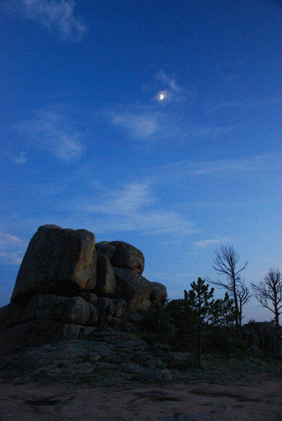 Bad Moon on the rise near campsite Vedauwoo!