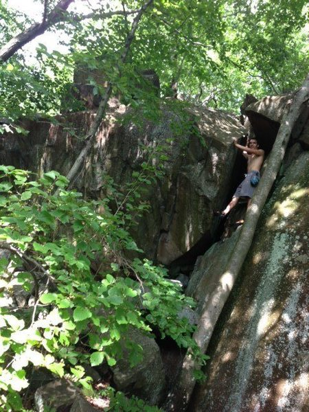 Off-Width bouldering route I found off the white trail on Sleeping Giant.