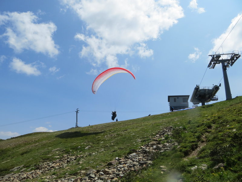 Coming climbing here offers you the chance to see another great mountain-sport: paragliding!