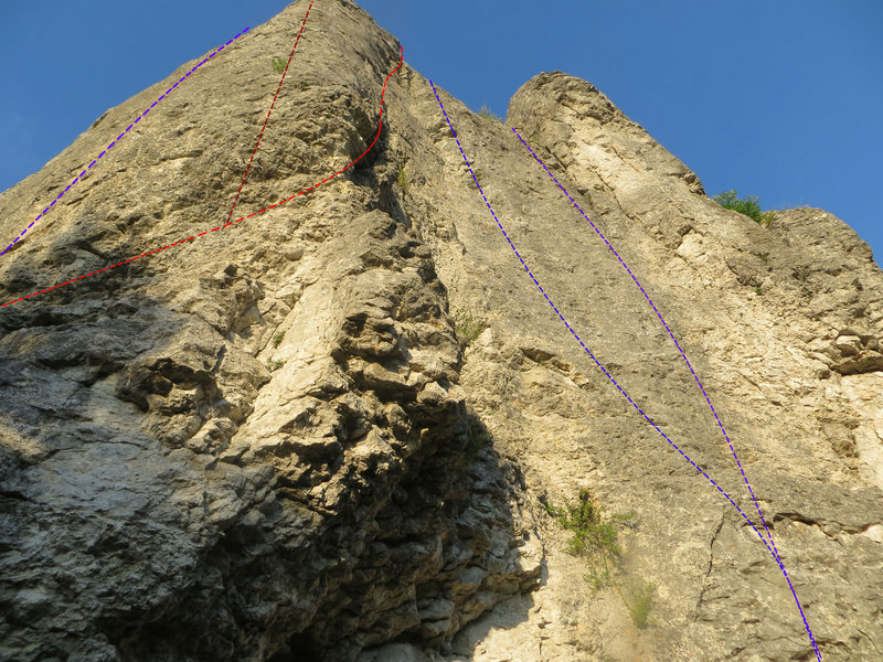 Some of the routes on the larger wall. From left to right: Super Girl (8+, purple), Kleiner Wurm (7, dark red), Alter Weg (6+, red), Mama Mia (8+/9-, blue), Seil ohne Leben (7-, purple)