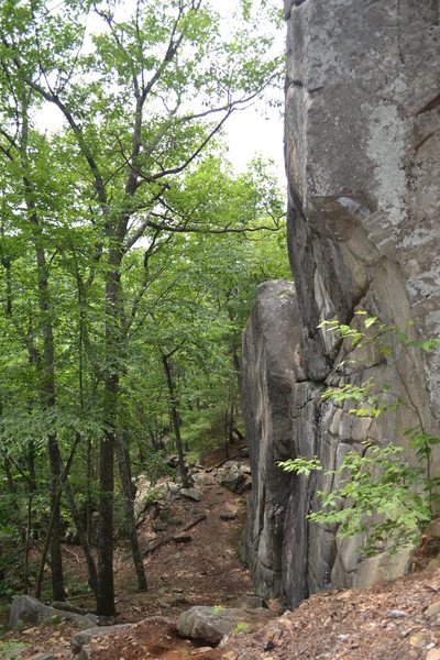Rock Climbing Photo: Looking left along The Main Cliff