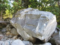 Rock Climbing Photo: 2nd boulder at river. The Chutzpah boulder.