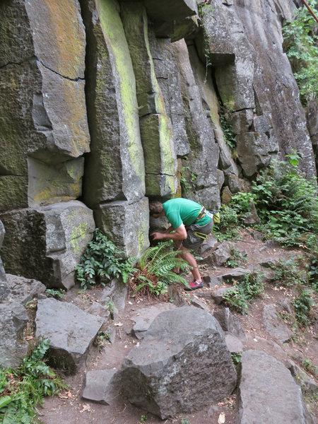 Rock Climbing Photo: Dave entering the Hobbit Hole.