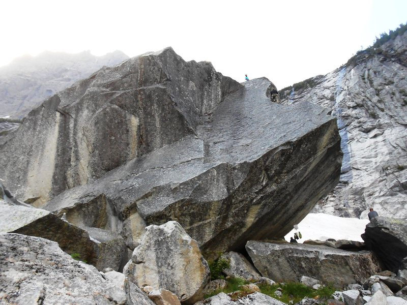 Rock Climbing Photo: Downhill side of Marthas place. Traverse right und...