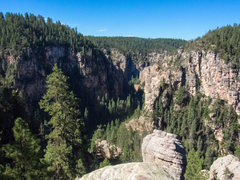Rock Climbing Photo: A veiw from the trail leading into the creek. The ...