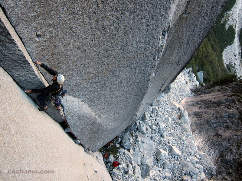 Argentine Ezequiel Manoni on the first pitch of Doña Dora de Dedos, a 9-pitch 5.12b in Anfiteatro. This splitter line is without a doubt one of Cochamó's most classic and one of the best finger crack climbs in Chile.