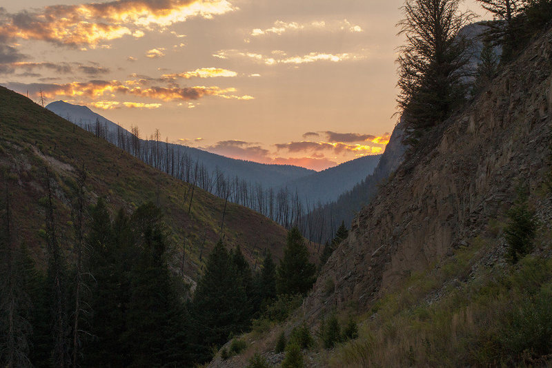 Sunset on the road to the Mill Creek crags.