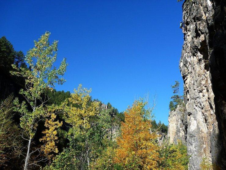 Rock Climbing Photo: climber crushing it on Hucky Sucky