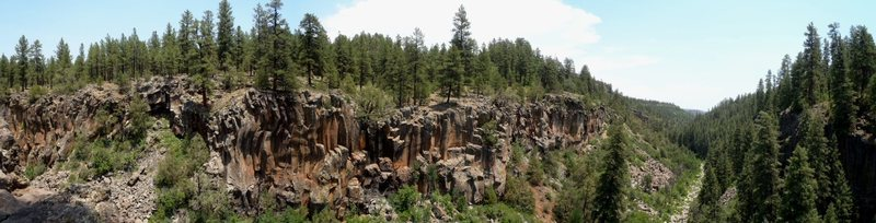 Rock Climbing Photo: The left-side continuation of the former panoramic...