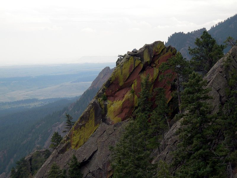 Rock Climbing Photo: Hourglass's north face.  Nice colored lichens.