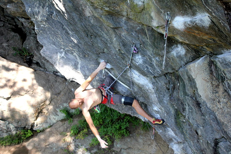 Andy on the knee bar rest, with the linkup traverse clearly shown