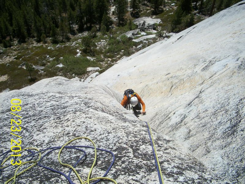 Steve approaches P2 belay. Photo by JustinP