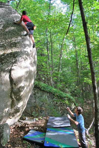 Mike Robinson topping out on his excellent highball problem.
