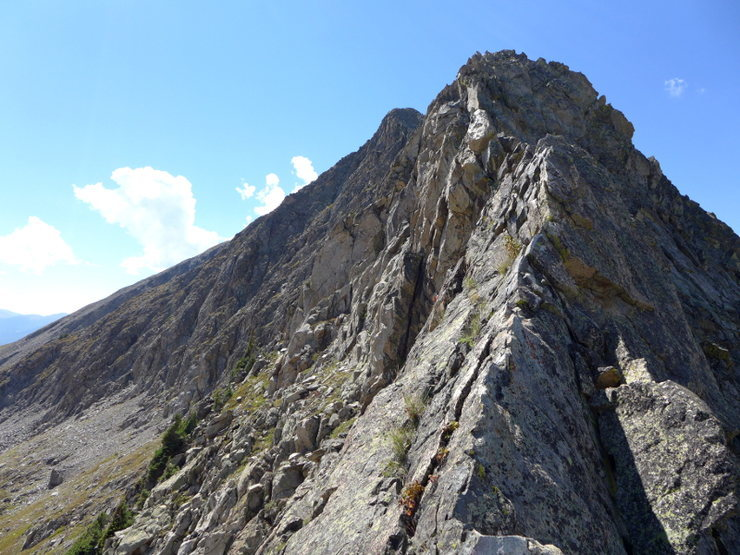 Easy knife edge ridge on Peak 4.
