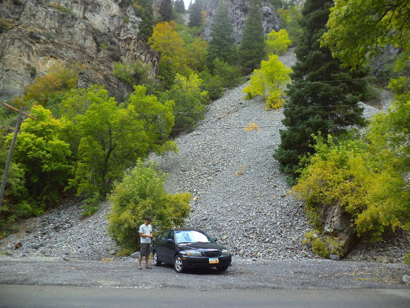 Rock Climbing Photo: Correct pullout for approach .3 mile upcanyon