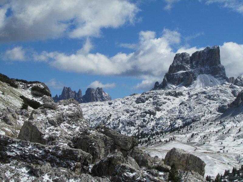 Monte Averau (R), and Croda da Lago (L).