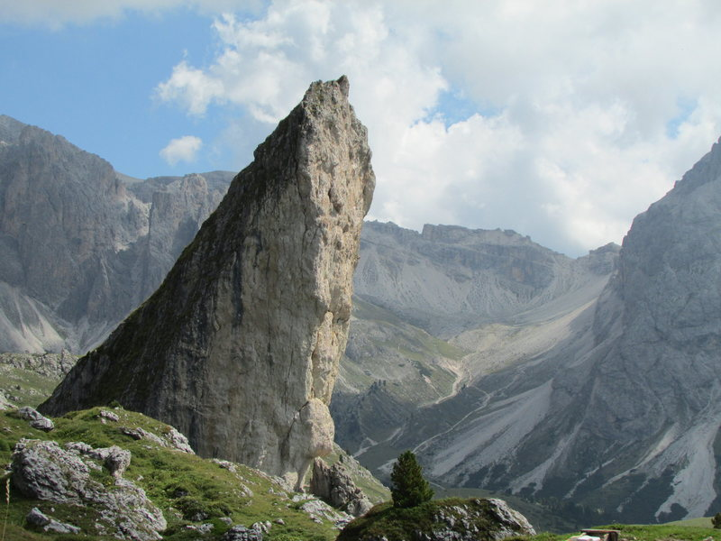 Piera Longia rock spire@SEMICOLON@ encountered on the path to starts for Grosse Fermeda (Normal Route), and Sass Rigais (Klettersteig).