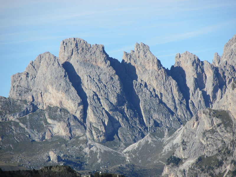 Major peaks of the Geisler Group: Kleine Fermeda (L); Grosse Fermeda (ctr), and Odla de Cisles (R).