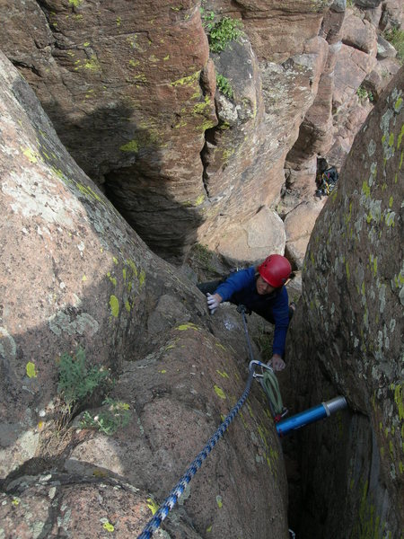 Rock Climbing Photo: Deb climbs in the crux section.  Note, the #4 Bigb...