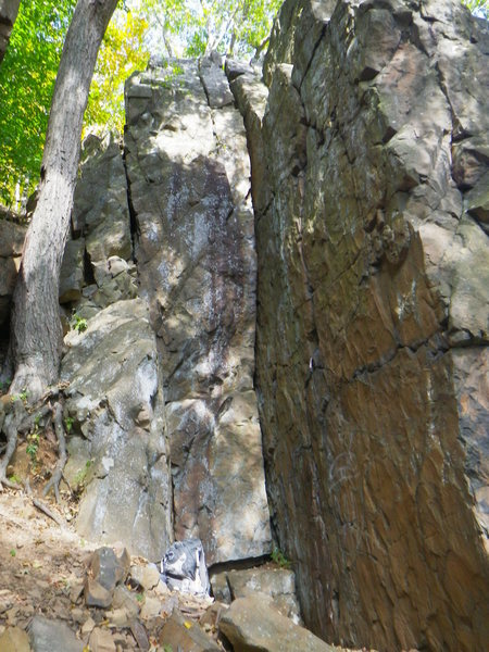 Rock Climbing Photo: Crack/ dihedral in the center of photo is Taming o...