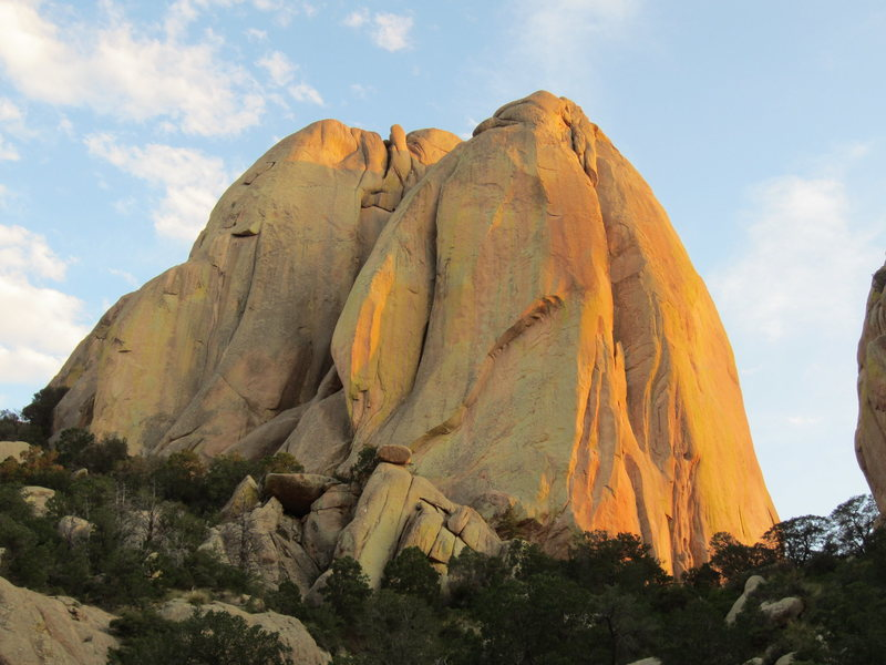 Rock Climbing Photo: Be All End All follows the giant chimney system on...