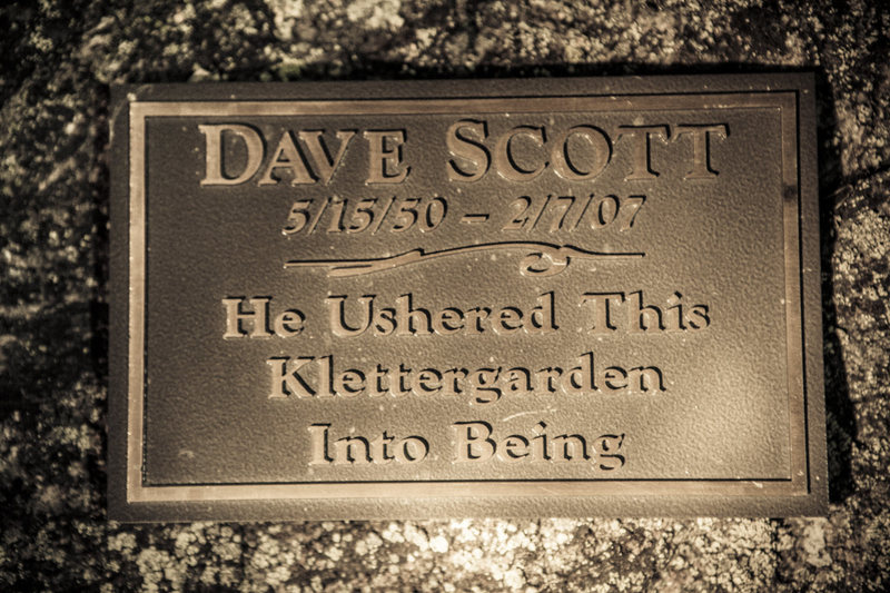 Dave Scott plaque claiming the birth Klettergarden!