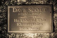 Dave Scott plaque claiming the birth Klettergarden!