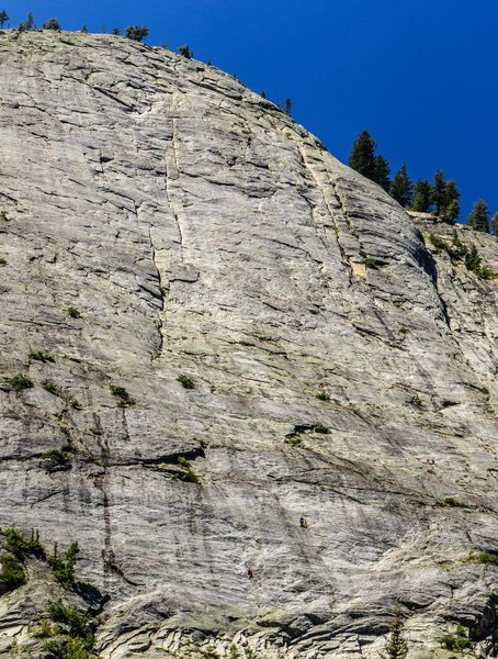 3 climbers on the regular route, 2 on the memorial route. Both parties are at the first belays.
