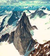 Rock Climbing Photo: Snowpatch -looking south from Bugaboo Spire. West ...