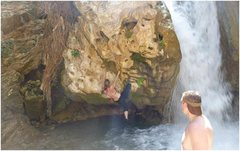 Shallow water bouldering (1)