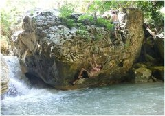 Shallow water bouldering (2)