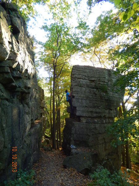 Rock Climbing Photo: Soloing the access route (more difficult variation...
