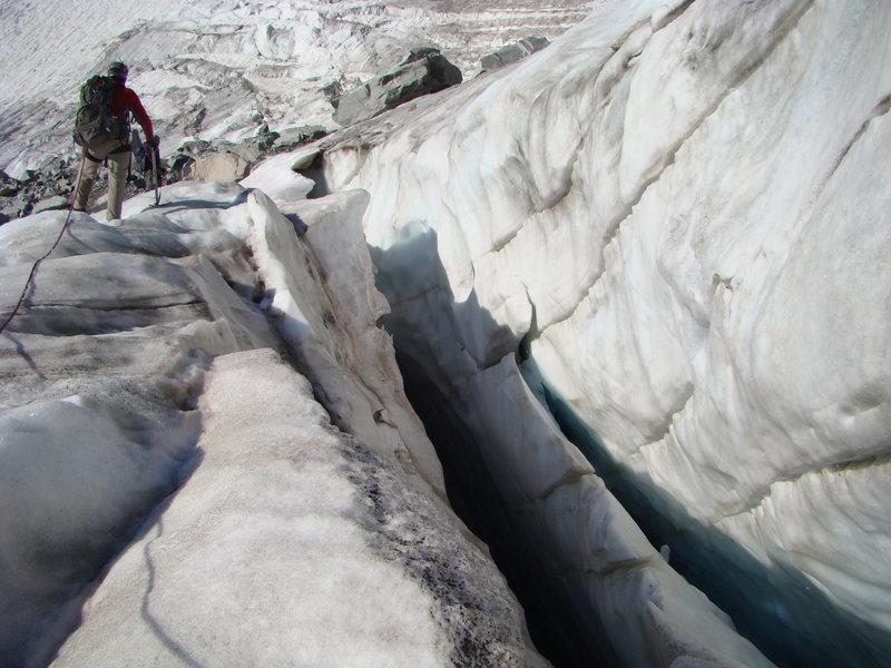 Rock Climbing Photo: Crevasse as you head toward the southeast couloir ...