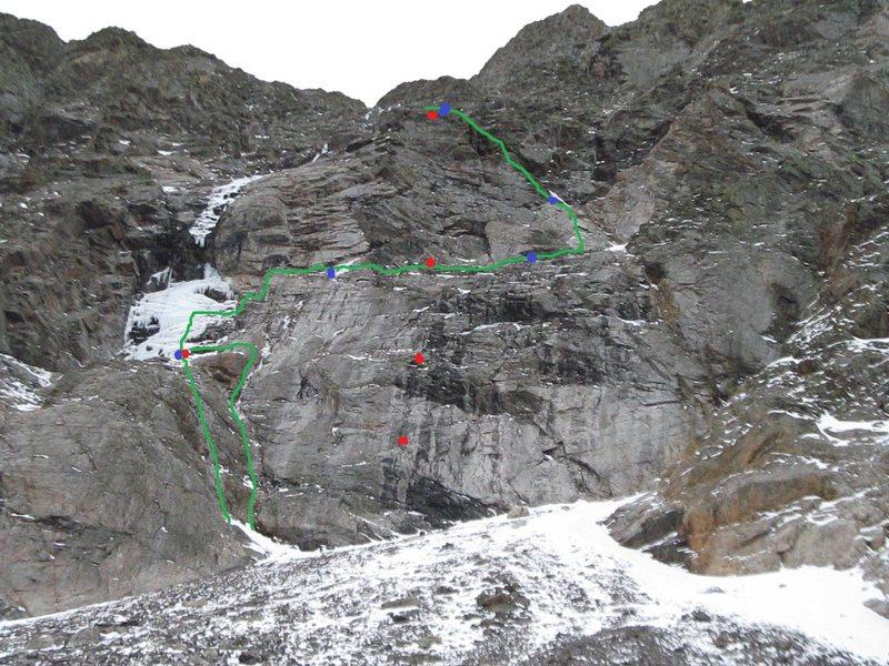 Green - Ursa Major.<br> Blue dots - belays.<br> Red dots - fixed gear/bolts.
