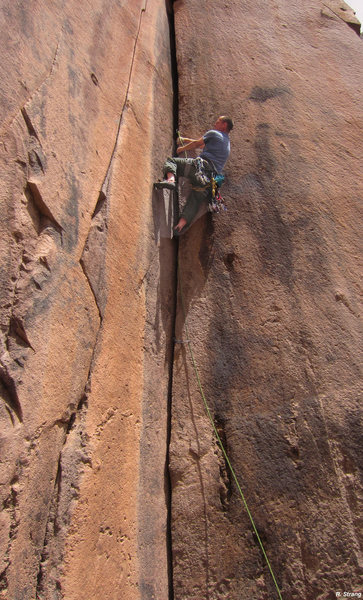 Kevin a third the way up <br> the ever widening crack<br> New Mexico Welcome Party (5.11-)