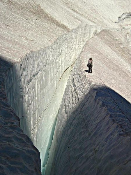 Rock Climbing Photo: Large crevasse on the upper Ice Cliff Glacier.