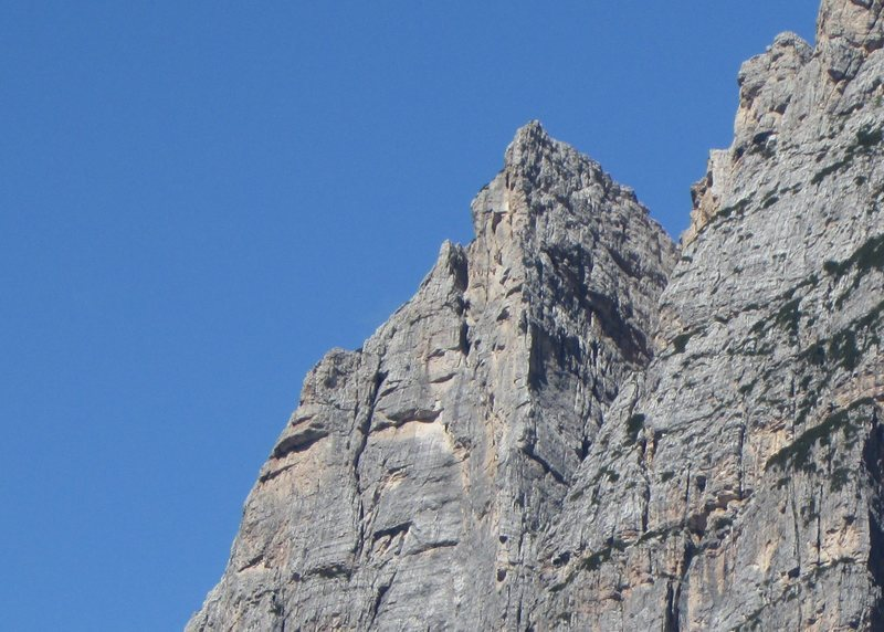 Photo shows upper pitch details, which are on the face just R. from arête crest.