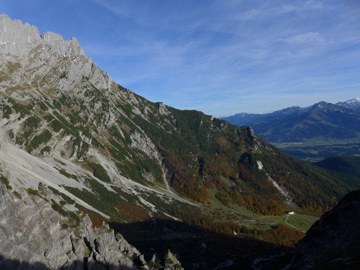 looking toward the valley with Gaudeamushütte