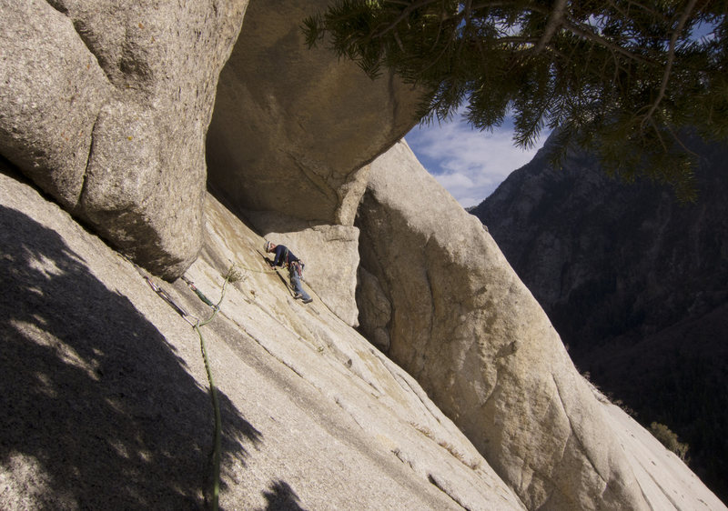 Rock Climbing Photo: Kev traverses on pitch 4 of Schoolroom