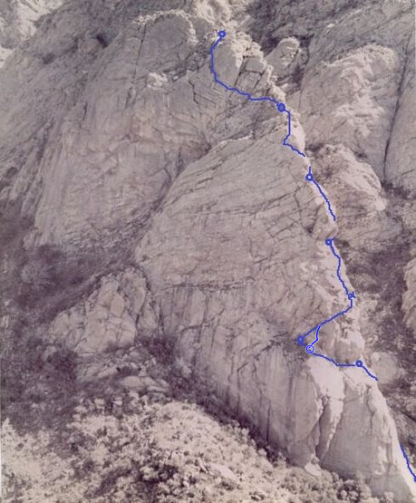 Rock Climbing Photo: The line of West Ridge, Pitch 4 on the right versi...