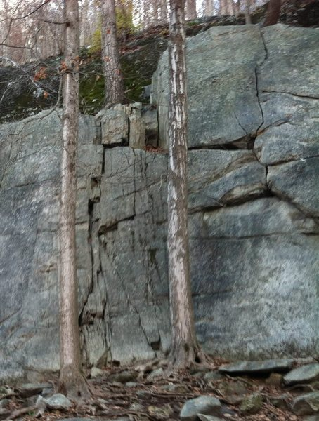 Rock Climbing Photo: This pic shows the vertical crack (at right) that ...